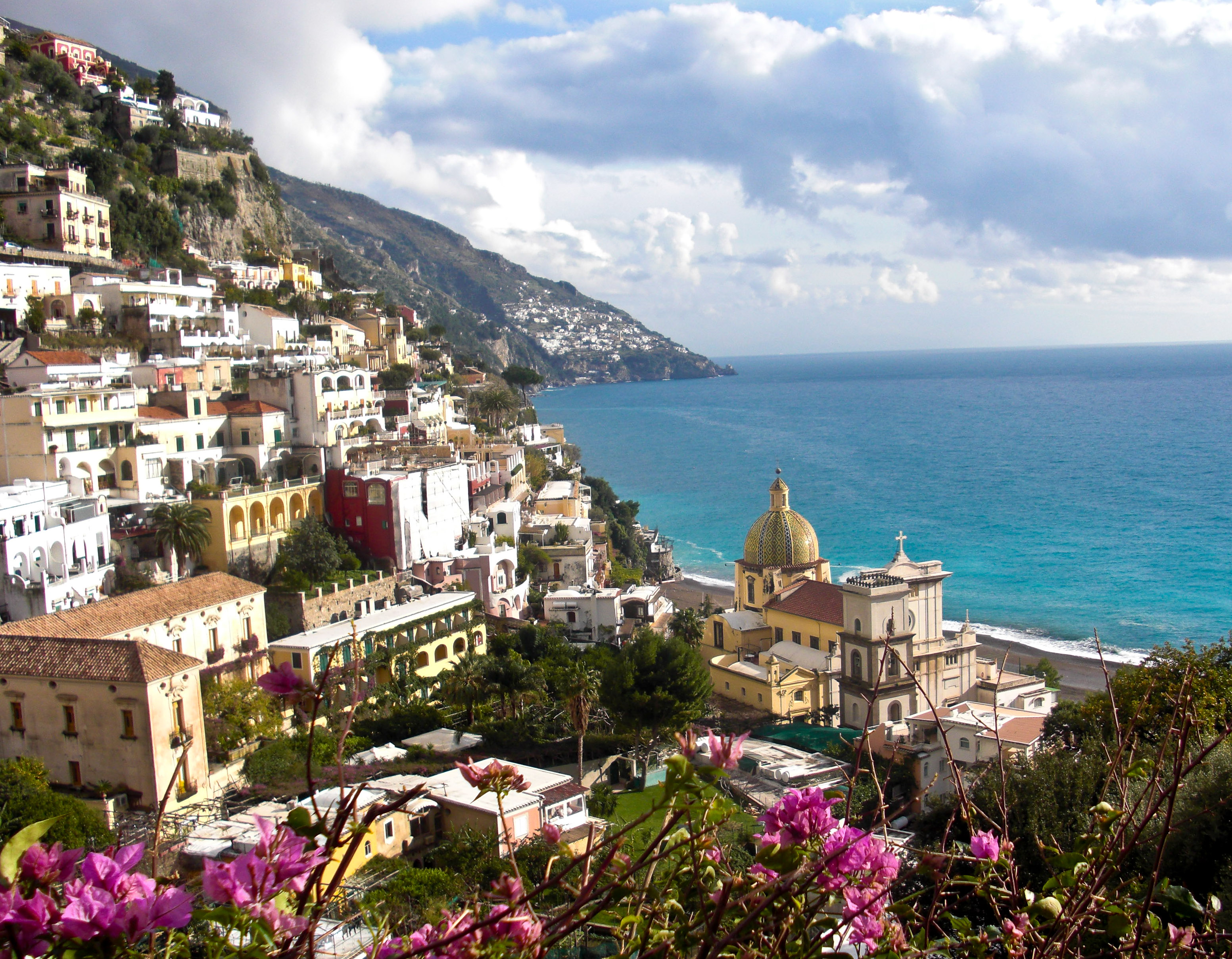 amalfi single women Wander or bust is an elite daily travel series that follows young women all over the globe to record their journeys as they experience the thrill of the far-flung and unknown.